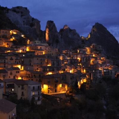 Puntata 63 – Il borgo di Castelmezzano (PZ) | Il fantasma di Elena Ducas